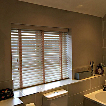 Wood venetian blinds